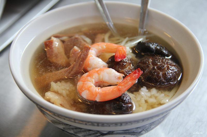 台南│走入小吃一級戰區的國華街,來吃石精臼蚵仔煎、香菇飯湯吧!-老店小吃