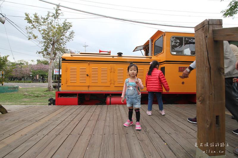 嘉義一日遊親子景點│蒜頭糖廠蔗埕文化園區 到老車站搭復古小火車吧